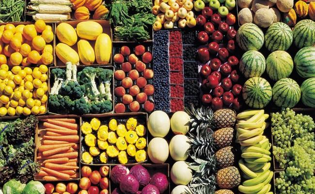 Mangiare frutta e verdura di stagione.
